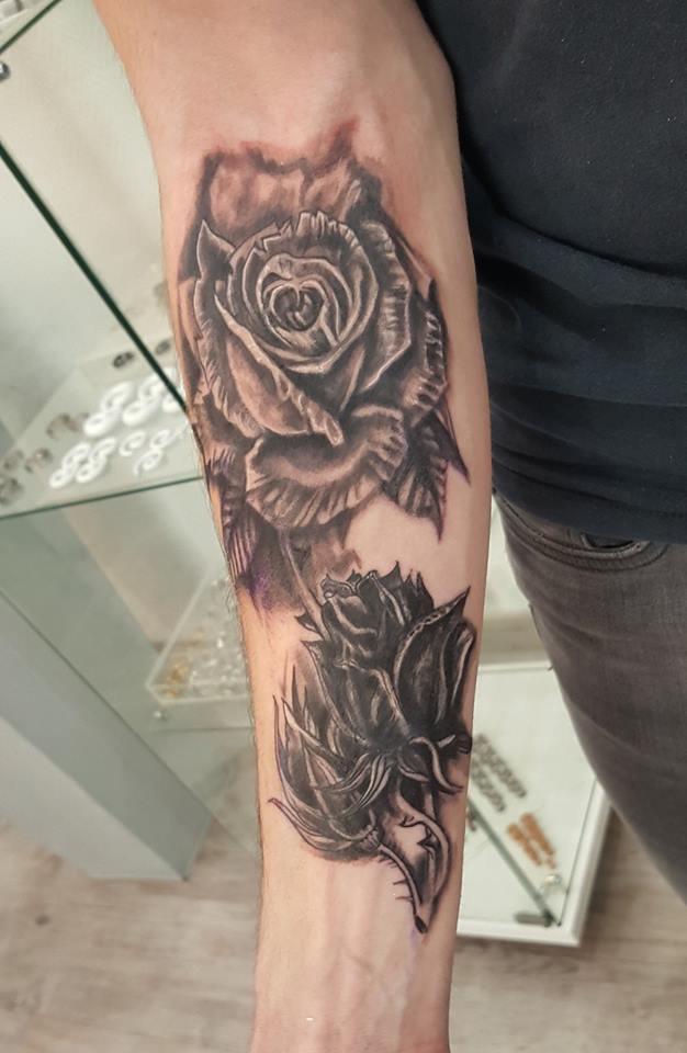 Tatouage fleur fleur de maeva by cris fleur de lotus tatouage duune seule pice la mode de - Tatouage fleur noir ...